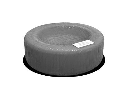 Opony owinięte folią termokurczliwą zgładką powierzchnią, wraz zetykietą przyklejoną doostatniej warstwy folii orazumiejscowioną nazewnętrznej krawędzi opony.