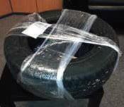 Przykład źle zapakowanych opon kurierem DPD